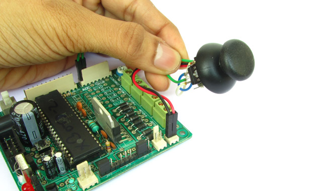 analog_joystick_interface_avr_feature
